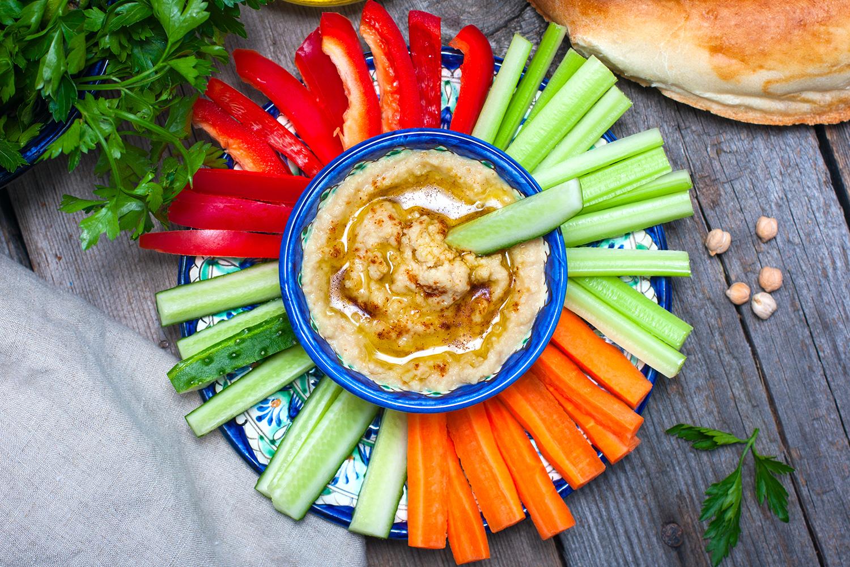 Hummus-zeleninove-tycinky