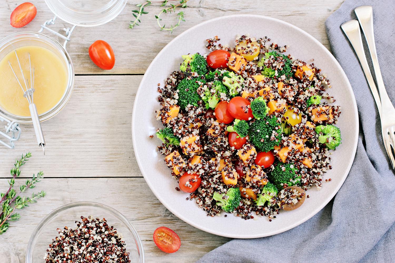 Salat-barevny-quinoa