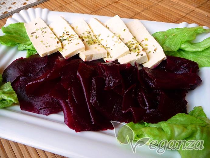 tofu-ala-balkansky-syr-s-cervenou-repou