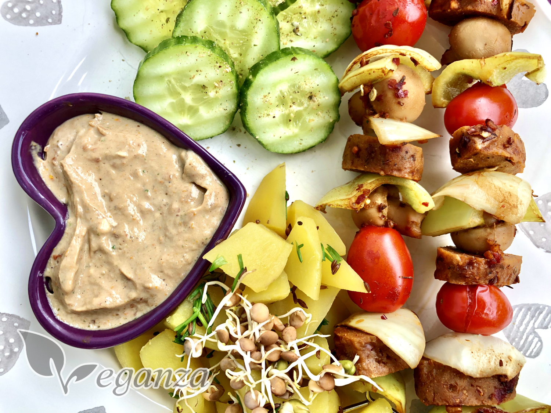 zeleninove-spizy-se-seitanem-a-dipem-silken-tofu-logo
