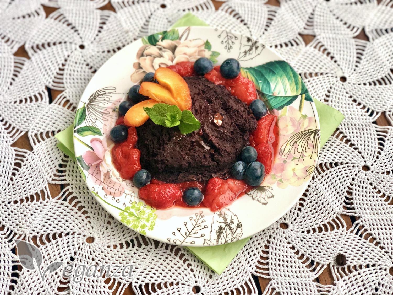 cokoladovy-lava-cake-s-ovocem