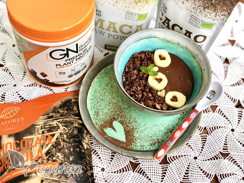 cokoladova-bowl-s-proteinovou-granolou-s-produkty-veganza