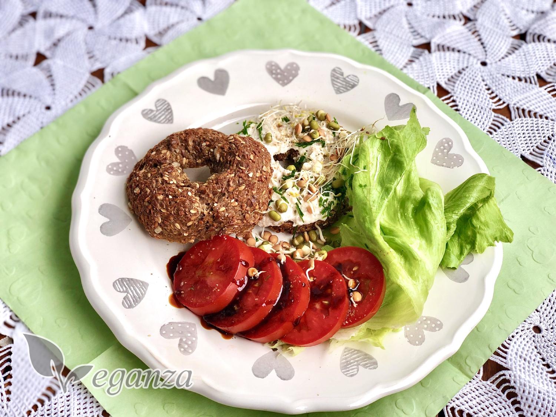 seminkovy-bagel-s-bylinkovou-pomazankou