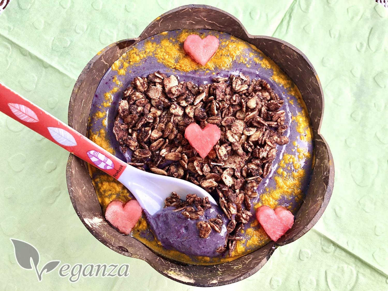 supergreens-svezi-matova-bowl-s-granolou-lzicka