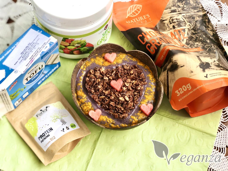 supergreens-svezi-matova-bowl-s-granolou-produkty-tofu-greens-granola-protein