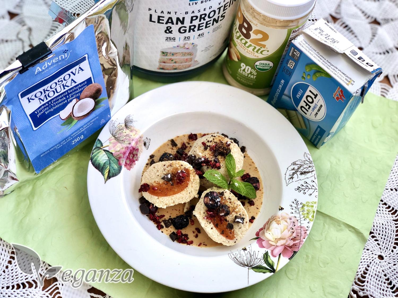 tofu-merunkove-knedlicky-s-arasidovym-prelivem-produkty-veganza