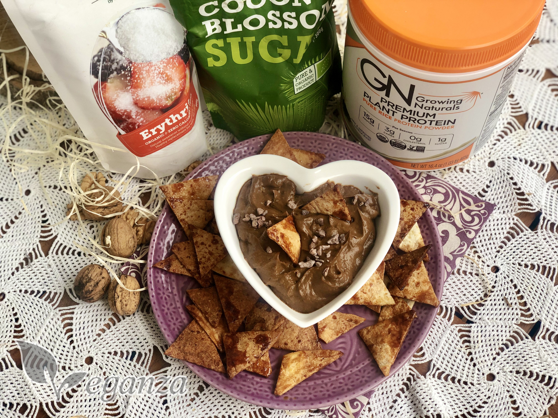 domaci-tortilla-chips-s-kakaovym-dipem-z-avokada-kokosovy-cukr-erythritol-vegan-protein