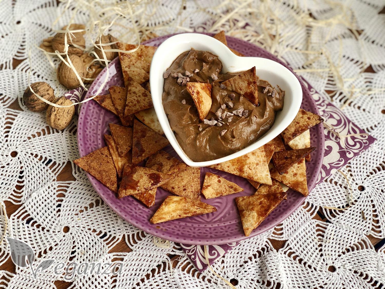 domaci-tortilla-chips-s-kakaovym-dipem-z-avokada
