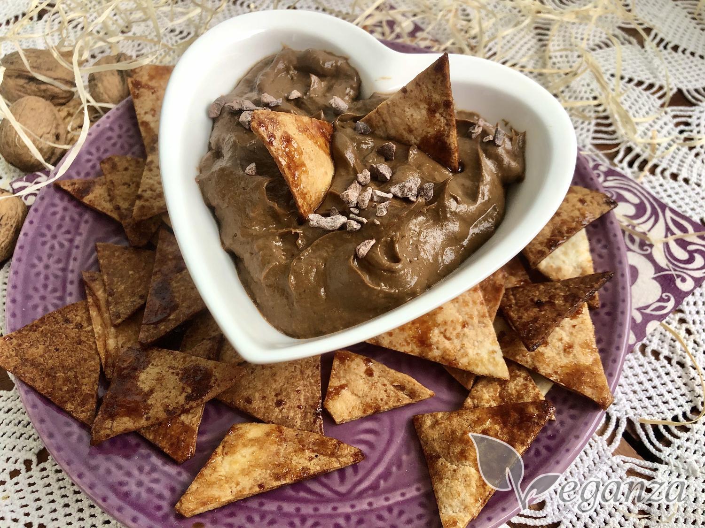 domaci-tortilla-chipsy-s-kakaovym-dipem-z-avokada
