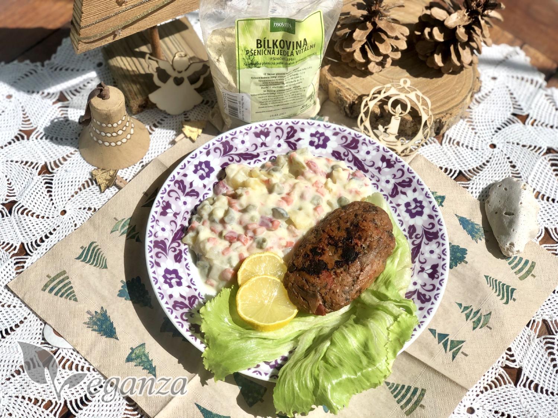stedrovecerni-salat-s-nerybou-z-hlivy-ustricne-a-psenicna-bilkovina-citronove-platky-a-bramborovy-salat-vanocni ozdoby